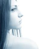 Profil de femme dans le bleu Photographie stock libre de droits