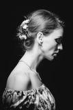 Profil dziewczyna w kontrasta oświetleniu Fotografia Royalty Free
