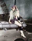 Profil einer jungen Frau, die auf einer Kanone sitzt und Denken (alle dargestellten Personen sind nicht längeres lebendes und kei Stockfotos