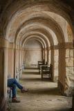 Profil nogi odpoczywa przy Rousham, Oxfordshire, Anglia Obraz Royalty Free