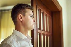 Profil piękny młody człowiek Zdjęcia Royalty Free