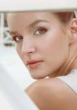 Profil piękny seksowny młoda kobieta wieczór uzupełniał Zdjęcie Royalty Free