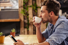 Profile view of hipster man using tablet at cafe Stock Photography