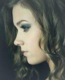 Profilera av ung kvinna Arkivfoto