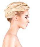 Profilframsida av den unga kvinnan royaltyfria foton