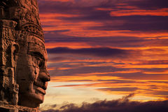 Profilframsidaskulptur av konungen Jayavarman VII på Bayonen Templ Royaltyfri Foto