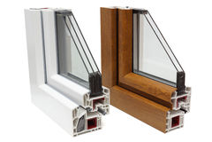 Profili di plastica delle finestre immagini stock libere da diritti
