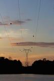 Profili la posta ad alta tensione, torre del trasporto di energia a Sirind Immagini Stock Libere da Diritti