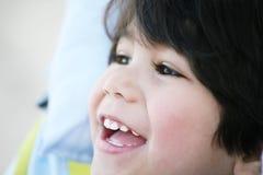 Profilo bello del ragazzo del bambino Fotografie Stock Libere da Diritti