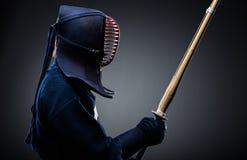 Profilo del kendoka con il bokuto Immagini Stock Libere da Diritti