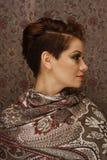 Profilo di giovane donna con breve taglio di capelli Fotografie Stock Libere da Diritti