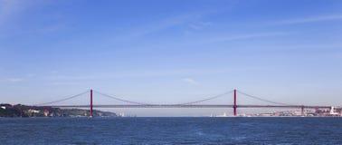Profilo di Ponte 25 de Abril Bridge a Lisbona, Portogallo Fotografia Stock Libera da Diritti