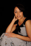 Profilo di seduta della donna fotografie stock libere da diritti