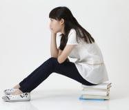 Profilo di seduta della ragazza fotografie stock