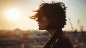 Profilo romantico stupefacente della donna fotografie stock