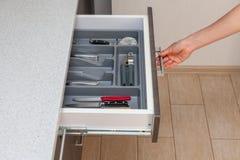 Profilowa bocznego widoku fotografia część bielu kucharza worktop czysty stół, obrazy stock