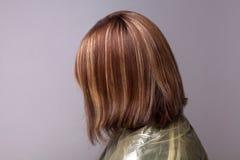 Profilowy boczny widok kobieta z podkreślającymi brown hairs zdjęcie stock