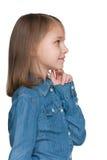 Profilowy portret zadumana mała dziewczynka fotografia royalty free