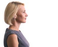 Profilporträt einer glücklichen Frau lokalisiert stockfotografie