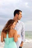 Profilportrait der wohlen gekleideten jungen Paare schauen Stockfotografie