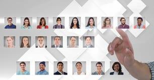 Profils émouvants de portrait de main des personnes différentes photographie stock libre de droits