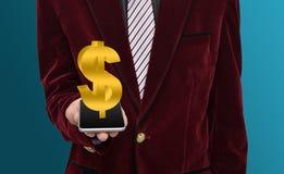 Profissional com sinal de dólar do smartphone Fotos de Stock Royalty Free