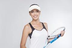 Profitennis-Konzept: Weiblicher Tennis-Spieler ausgerüstet in PR Stockfotografie