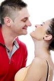 Profiter d'un agréable moment vraiment romantique de couples Images stock
