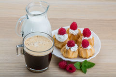Profiterole with raspberry Royalty Free Stock Photography