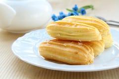 profiteroles плиты торта Стоковая Фотография RF