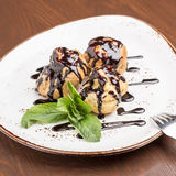 profiteroles Fotografia de Stock Royalty Free