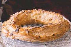 Profitrole-Kuchenkühlung Stockfoto