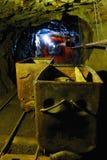 Profondément dans la mine en uranium image libre de droits