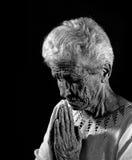 Profondément dans la prière Photo libre de droits