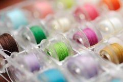 Profondeur de fil multicolore de champ (foyer mou) Photos stock