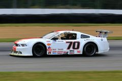 Proford mustang-raceauto op de cursus Stock Afbeeldingen