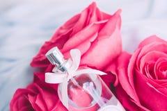 profumo splendido del profumo, regalo di festa luxe fotografie stock