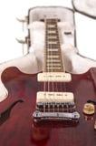 Profundamente - guitarra elétrica vermelha Fotografia de Stock Royalty Free