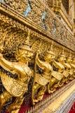 Profundidad del garudo del oro en fila Fotos de archivo
