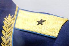 Profundidade de campo rasa Pogon no obmudirovanii o soldado soviético do grau mais alto com a estrela cinco-aguçado Símbolo de pr imagens de stock