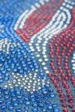 Profundidade rasa do close-up de calças de brim do campo com cristais de rocha Fotografia de Stock