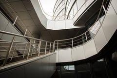 Progettazione architettonica moderna delle costruzioni degli spazi della scala fotografia stock