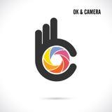 Progettazione astratta creativa di logo dell'obiettivo e della mano Symbo giusto della mano Immagine Stock Libera da Diritti