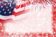 Progettazione astratta del fondo della bandiera e del bokeh di U.S.A. con il fuoco d'artificio Immagini Stock
