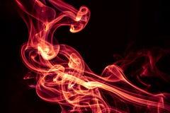 Progettazione astratta del fumo di rosso fuoco su fondo nero Fotografie Stock Libere da Diritti