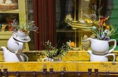 Progettazione creativa della finestra del caffè sul quadrato di Katedralna a Leopoli Immagini Stock