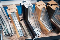 Progettazione dei profili del PVC per la finestra fotografie stock libere da diritti
