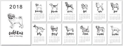 progettazione del calendario di 2018 vettori con le razze dei cani Llustrations disegnati a mano e calligrafia Immagine Stock