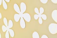 Progettazione del fiore sul fondo della parete Immagini Stock