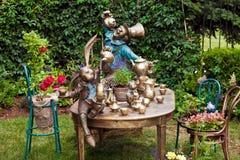 Progettazione del giardino che abbellisce con la fontana Immagine Stock